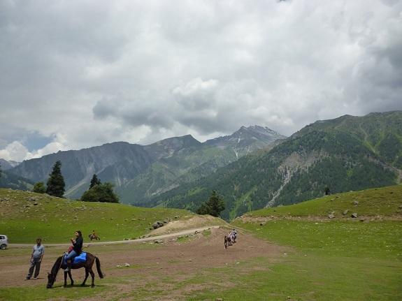 Tourists Enjoying in Kashmir Valley